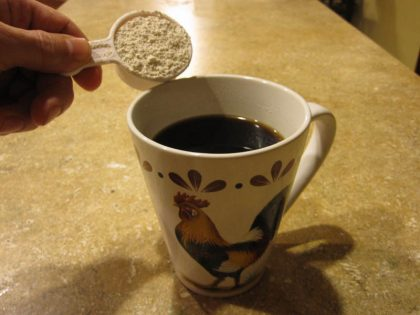 diatomaceous-earth-poured-in-coffee